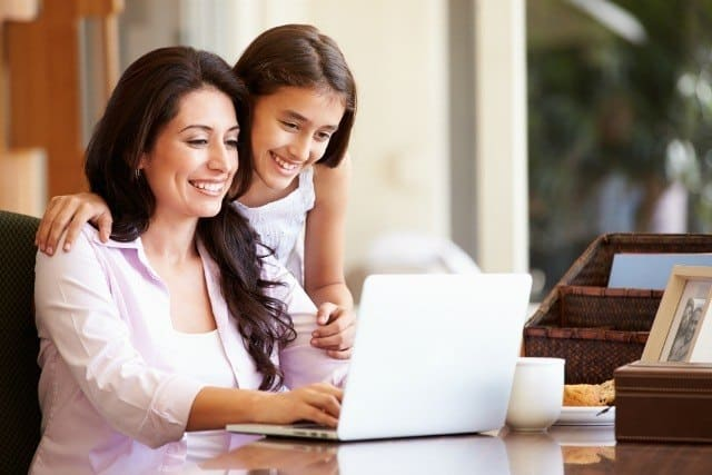 Educação financeira: como ensinar seus filhos a investir