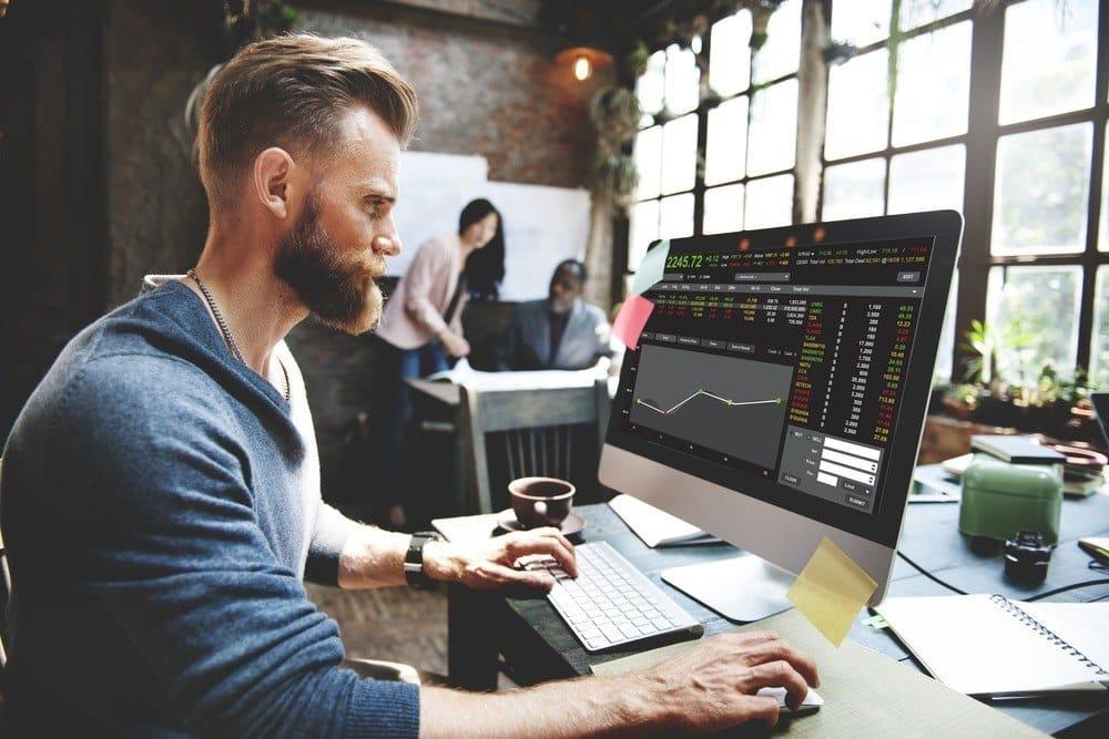investir em ações no longo prazo